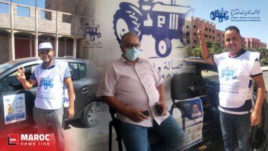صورة لبرش وعمر العود رجال حول زعيم التراكتور الحاج عبد الرحيم واعمرو